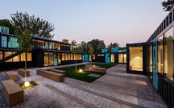 Contenedores mar timos en arquitectura colegio de for Arquitectura contenedores maritimos